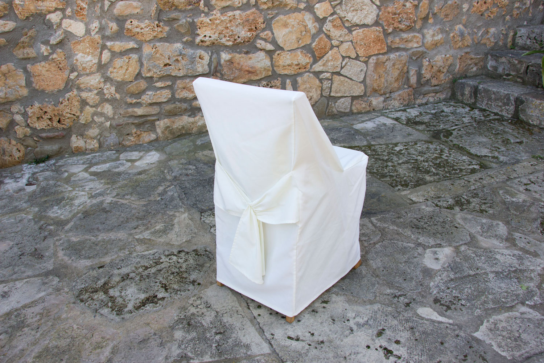 Cadira amb coixinet i faldo (funda blanca)